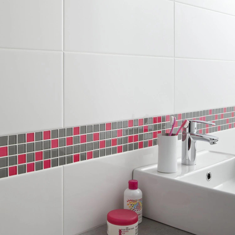 Une frise en mosaique en verre gris et rose pour la salle de bains  Leroy Merlin