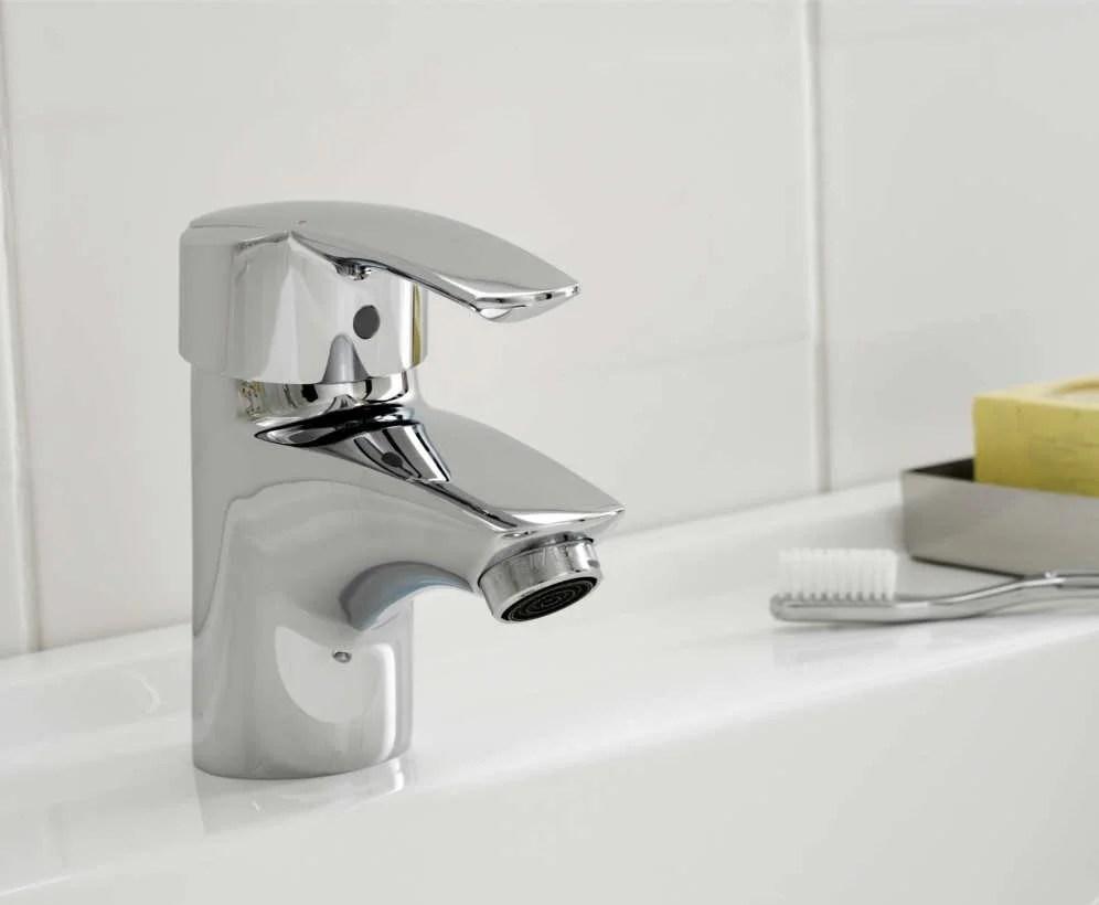 Comment choisir son robinet de salle de bains   Leroy Merlin