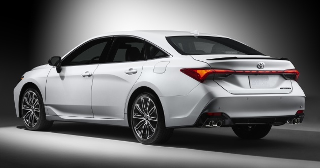 all new camry 2019 malaysia grand veloz vs ertiga toyota avalon aggressive large sedan debuts achieved using stamping methods the rear cabin has been pushed back and quarter windows made longer making for a faster c pillar rake