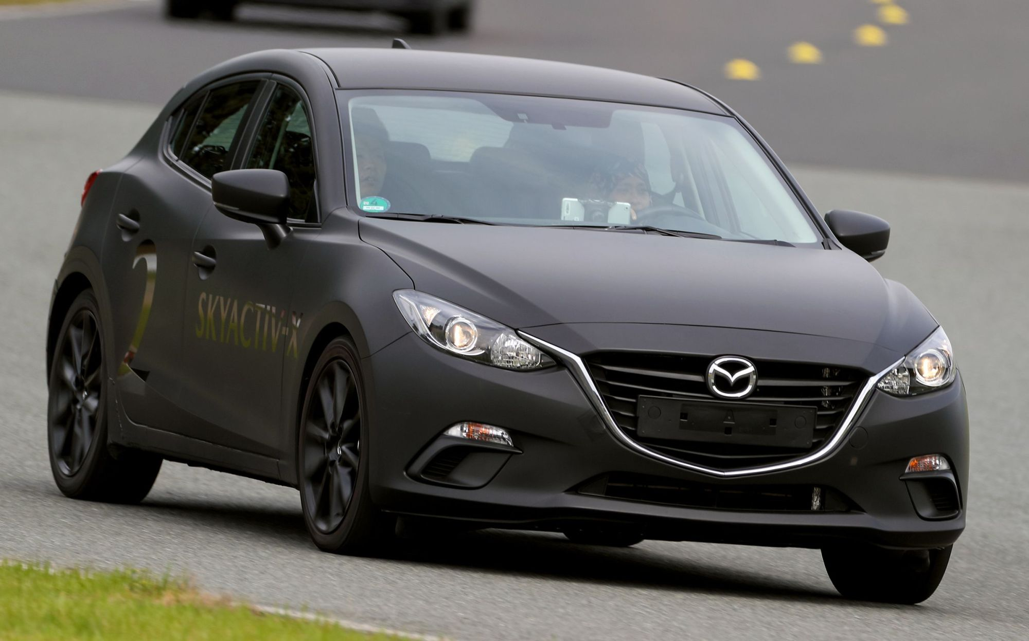 hight resolution of with the manual transmission the loud roar of the skyactiv x unit even at speeds of between 30 to 40 km h was almost urging this writer to shift to a