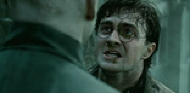 Screen Shot of Harry Potter and The Deathly Hallows PART - 2 Official Trailer First Look Promo download free at worldofree.co