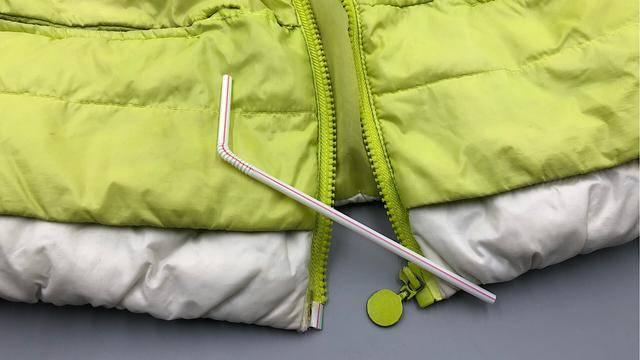 衣服拉鏈壞了別花錢換。一根吸管就能輕鬆修復。方法簡單一看就會 - 讀讀