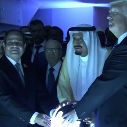 Trump Mind-Melds With the Saudis Over Glowing Orb