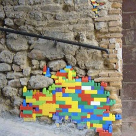 Artist Jan Vormann uses Legos to 'repair' war-damaged buildings.