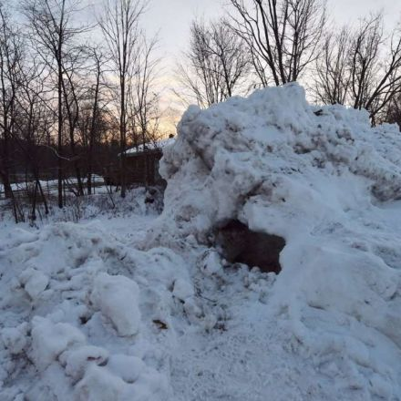 Child dies after being trapped in a pile of snow