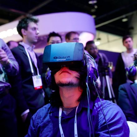 Facebook is closing hundreds of its Oculus VR pop-ups in Best Buys after some stores went days without a single demo