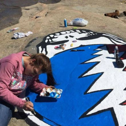 3 arrested after refusing to paint over Dead Rock with touch of grey