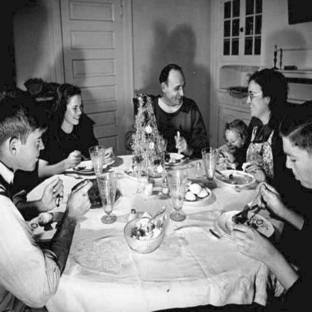 """""""Enough Is Better Than a Feast"""": Christmas Dinner in the Time of the Great Depression"""