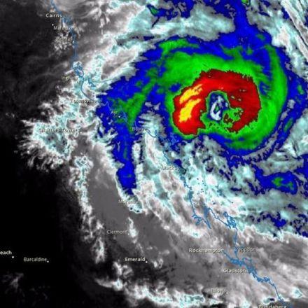 Cyclone Debbie: Thousands evacuate in Queensland, Australia