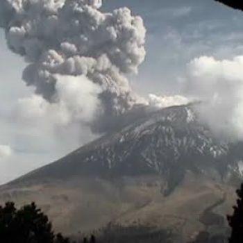 Raw: Mexico's Popocatepetl Volcano Erupts