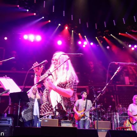 Dead & Company Welcomes Donna Jean Godchaux At Bonnaroo