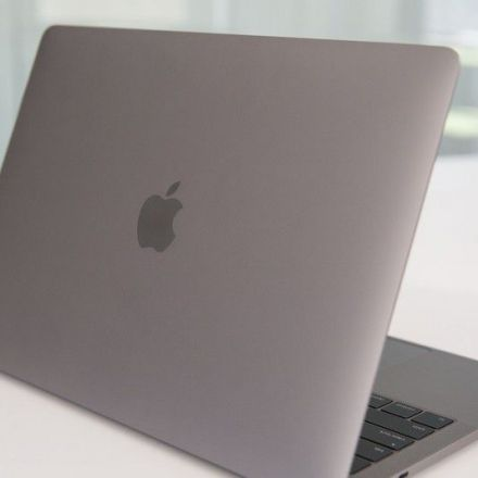 Consumer Reports stands by its verdict, won't recommend Apple's MacBook Pro