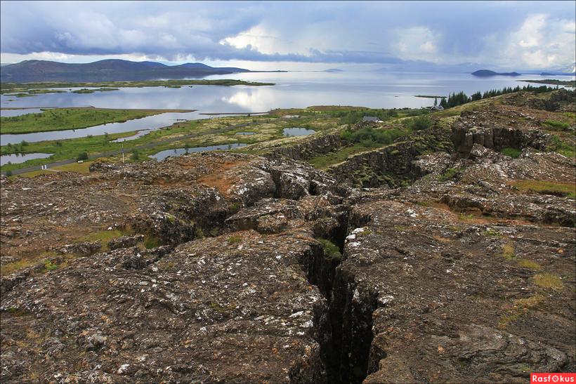 Разлом в Исландии, где можно прикоснуться к двум материкам: Европе и Америке