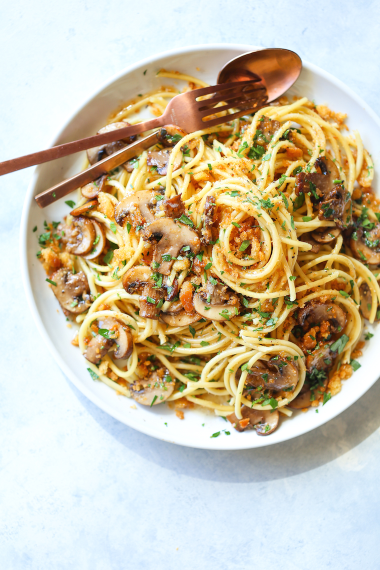 Brown Butter Mushroom Pasta - Whip this up in less than 30 min. So buttery, so garlicky, and so easy! Loaded with thyme mushrooms and toasted breadcrumbs!