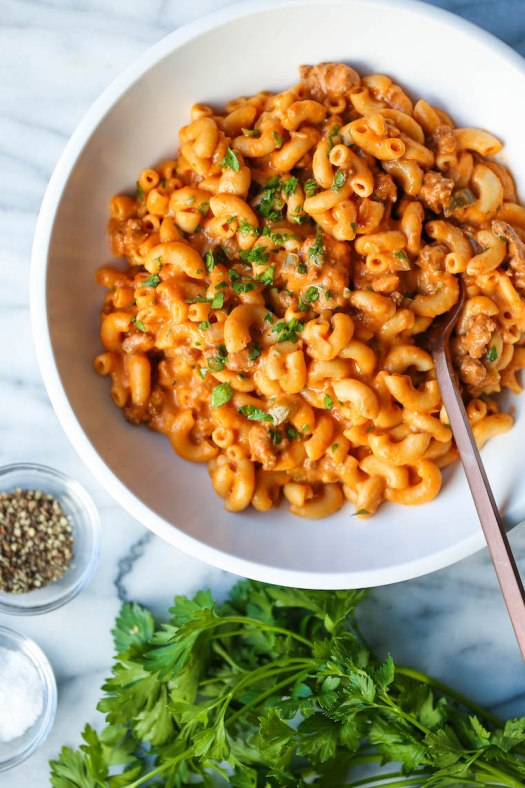 Instant Pot Cheeseburger Mac and Cheese - Cheeseburger macaroni? YES, PLEASE! Hamburger meat, pasta and an epic cheese sauce. All made in ONE POT. Too easy!