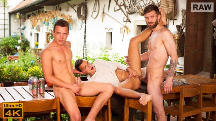 Peter, Nikol & Hugo RAW – BACKSTAGE (William Higgins)