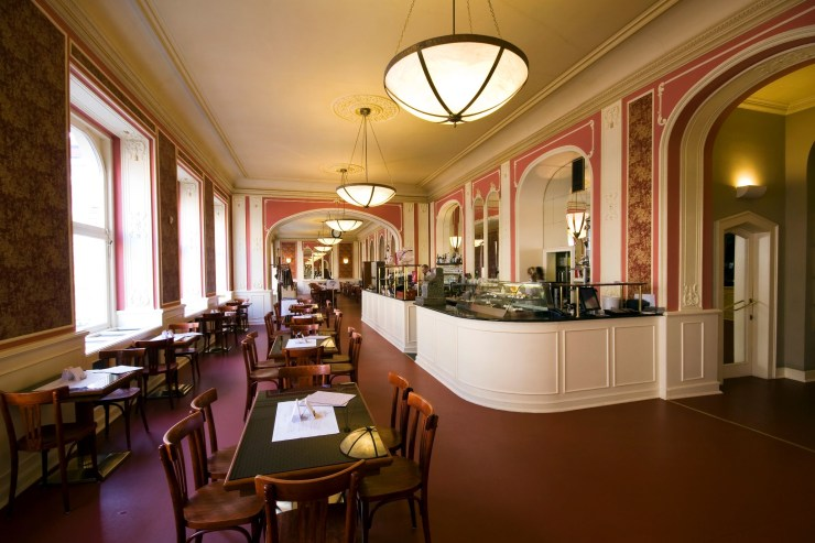 cafe louvre