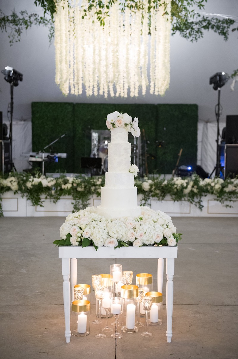 Charming Modern Southern Wedding with Glamorous Blue Details