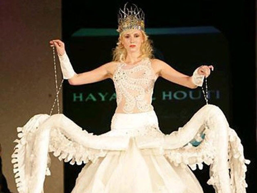 Hilariously Ugly And Dumb Wedding Dresses That Will Make