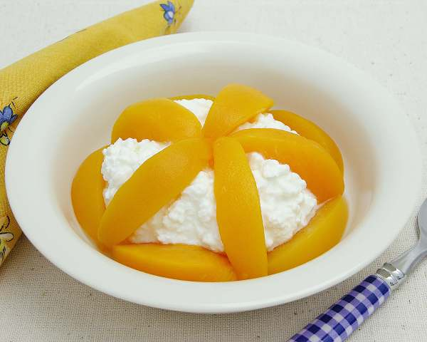 Cottage Cheese with Peaches