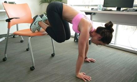 只需要一張椅子,辦公室也能變健身房!