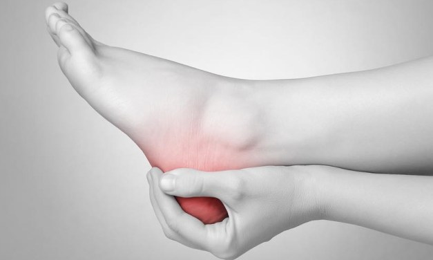 你是否也有早晨來自腳底的疼痛?小心!不經意的動作可能引發足底筋膜炎!