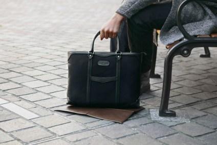 「鞄 地面に置く」の画像検索結果