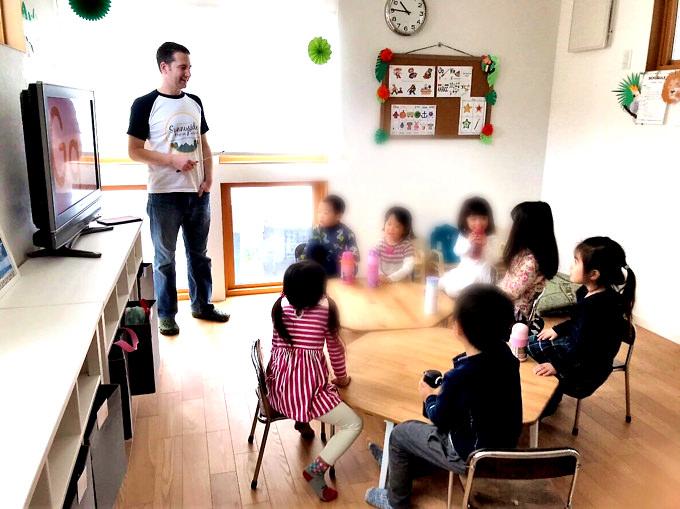 通い続けている間に自然と「英語脳」が形成され、英語での受け答えや美しい発音が身につけられる…それが、SUNNYSIDE ENGLISH SCHOOL[サニーサイド イングリッシュ スクール]の学びスタイルです。