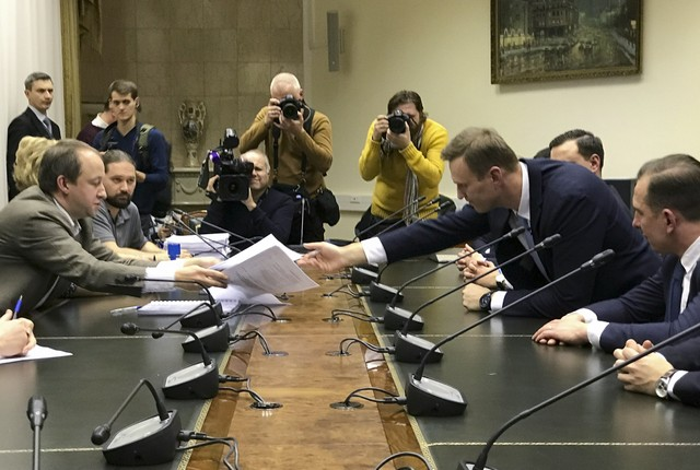 Russian opposition leader Alexei Navalny submits his documents to be registered as a presidential candidate at the Central Election Commission in Moscow, Russia December 24, 2017. Credit: Reuters/Nikolai Isayev