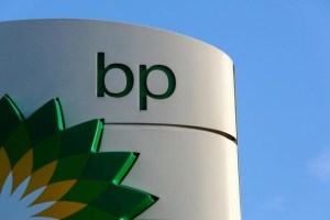 FILE PHOTO: FILE PHOTO: A BP logo is seen at a petrol station in London, January 15, 2015. Credit: Reuters/Luke MacGregor/File Photo/File Photo