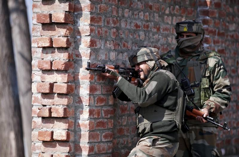 Indian army soldiers take their positions near the site of a gun battle between Indian security forces and militants on the outskirts of Srinagar February 21, 2016. Credit: Reuters/Danish Ismail/Files