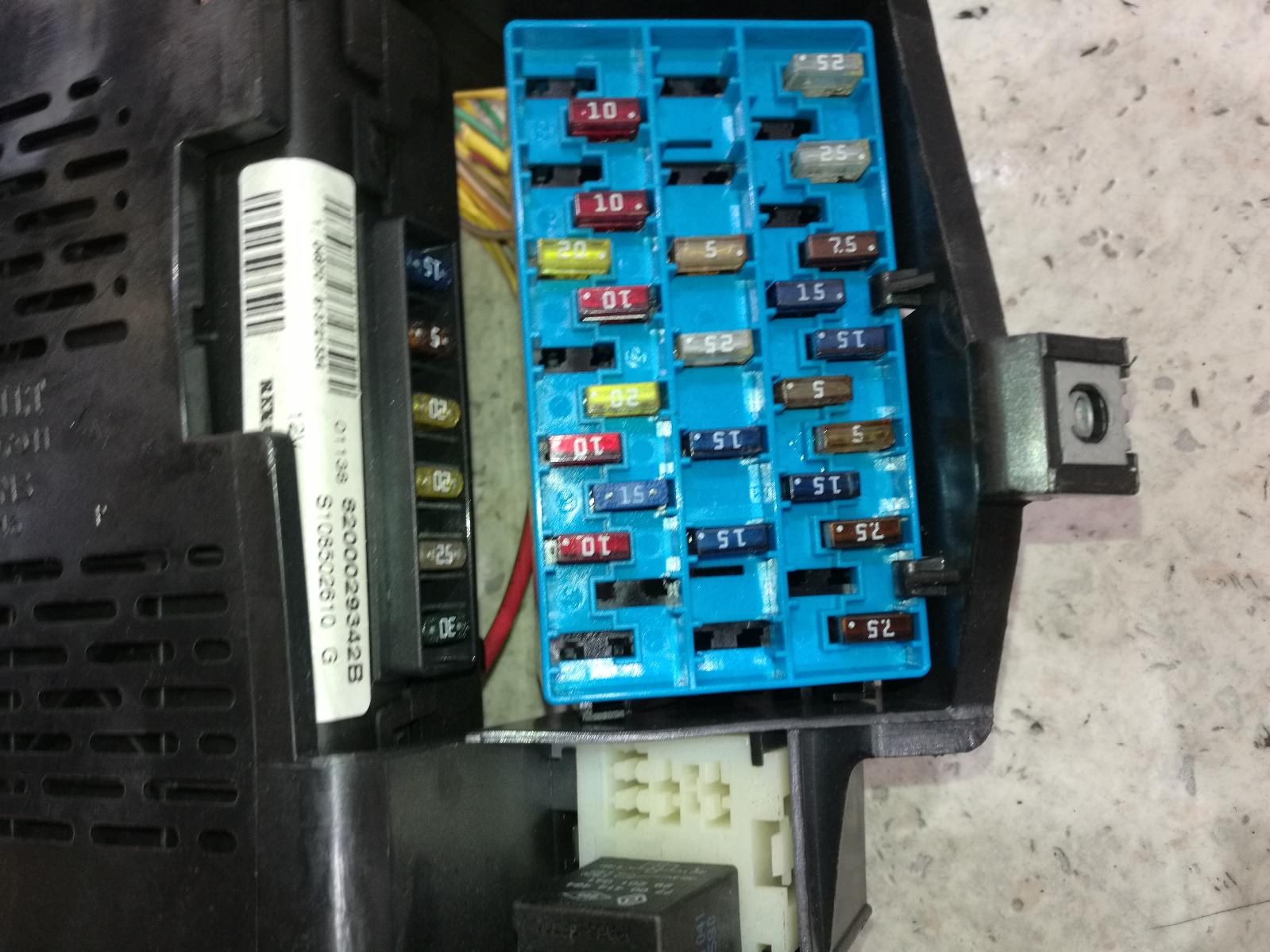 hight resolution of view auto part fuse box renault scenic 2001