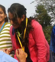 Shehreen accepting medal