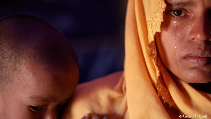 میانمار کی فوج پر اس کریک ڈاؤن کے دوران بہت سی روہنگیا مسلم خواتین کے ریپ کے الزامات بھی لگائے جاتے ہیں