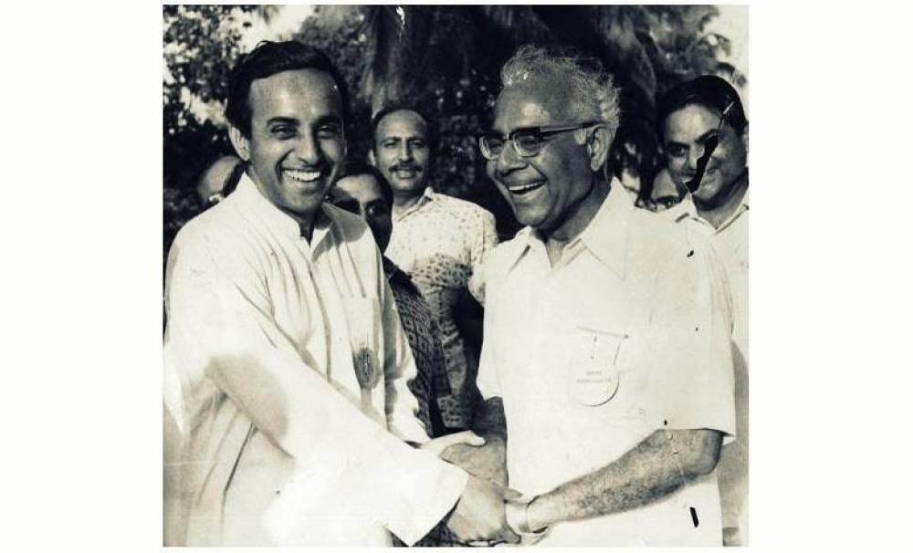 مارچ 1977 میں لوک سبھا انتخاب کے بعد رام جیٹھ ملانی (دائیں) کے ساتھ سبرمنیم سوامی (فوٹو بشکریہ : ٹوئٹر)