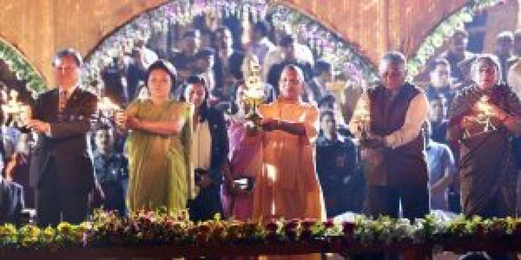 2018 میں ایودھیا میں ہوئی دیوالی تقریب میں یوگی آدتیہ ناتھ (فوٹو بشکریہ : فیس بک / یوگی آدتیہ ناتھ)