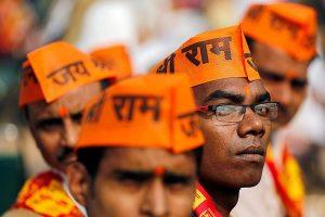 دہلی میں 9 دسمبر 2018 کو رام مندر کے لئے وشو ہندو پریشد کی دھرم سبھا میں کارکنان (فوٹو : رائٹرس)