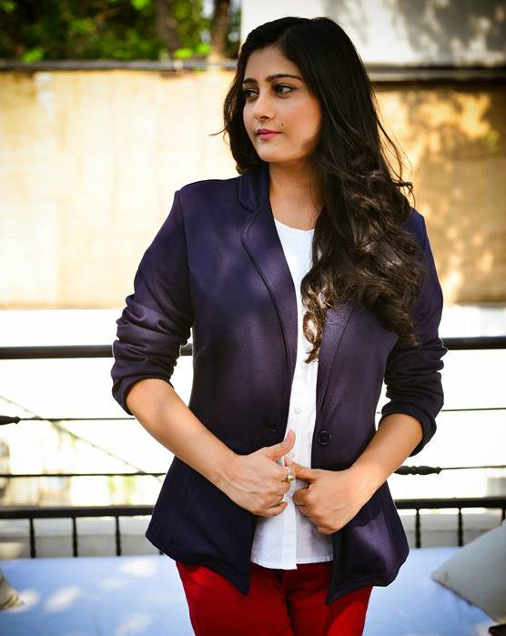 Online Editor of Grazia and Hello, Charu Gaur, pairs a bright pair of trousers with a white shirt and a classic jacket. The result: a chic, professional look.