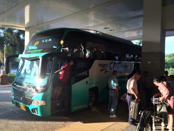รถบัสที่รับส่งผู้โดยสารจากเดอะมอลล์ ไปยังสนามบิน