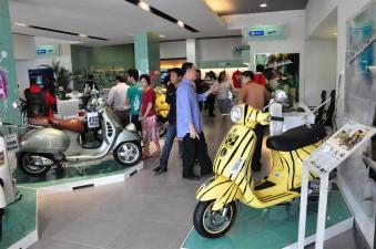 Piaggio Liberty 150cc Launch at New Vespa Showroom - 14