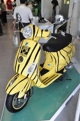 Piaggio Liberty 150cc Launch at New Vespa Showroom - 60