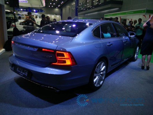 2017-Volvo-S90-T8-Twin-Engine-9