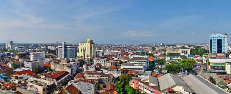 Bandung_city_centre,_July_2014_Sabung.hamster