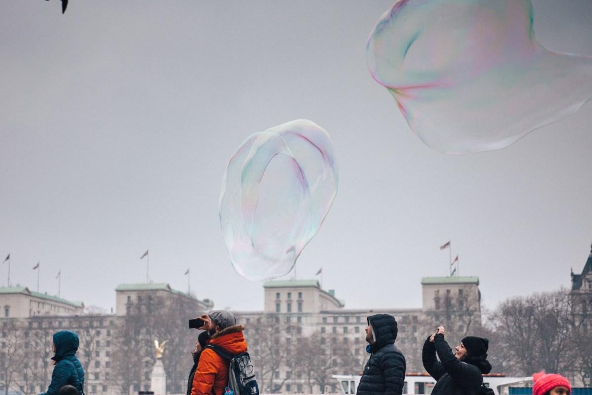 WordPress bildet eine große Blase. Aber auch sie sollte anderen begegnen. Foto: Clem Onojeghuo / Unsplash