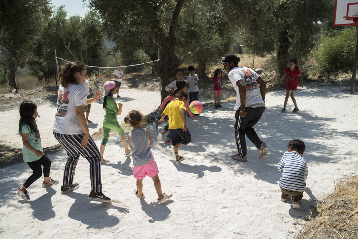 med-land-project-besides-moira-camp-near-lesbos-greece-refugees-4-refugees