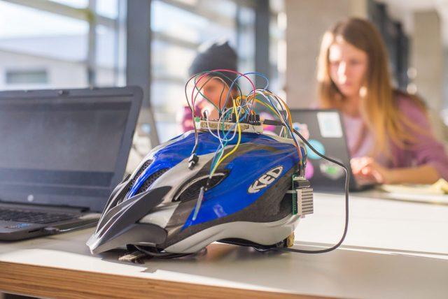 Студент УКУ розробив розумний велошолом, що за нахилом голови показує сигнали поворотів та зупинки - DSC 4535