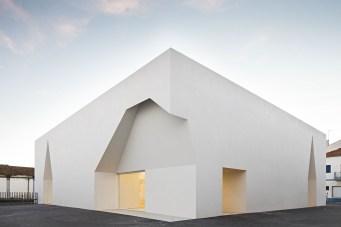 Aires_Mateus_Monolithic_Meeting_Center_Grandola_3