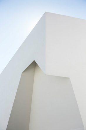 Aires_Mateus_Monolithic_Meeting_Center_Grandola_02-e1502257694700