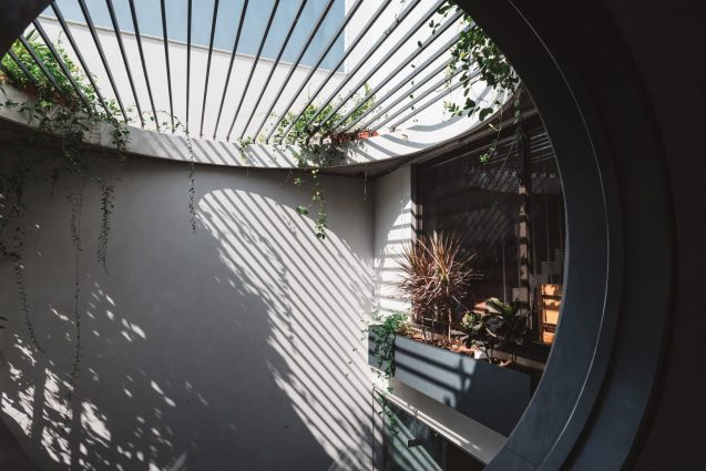 architecture-neogenesis-studi0261-jungalow-house-08-1440x961