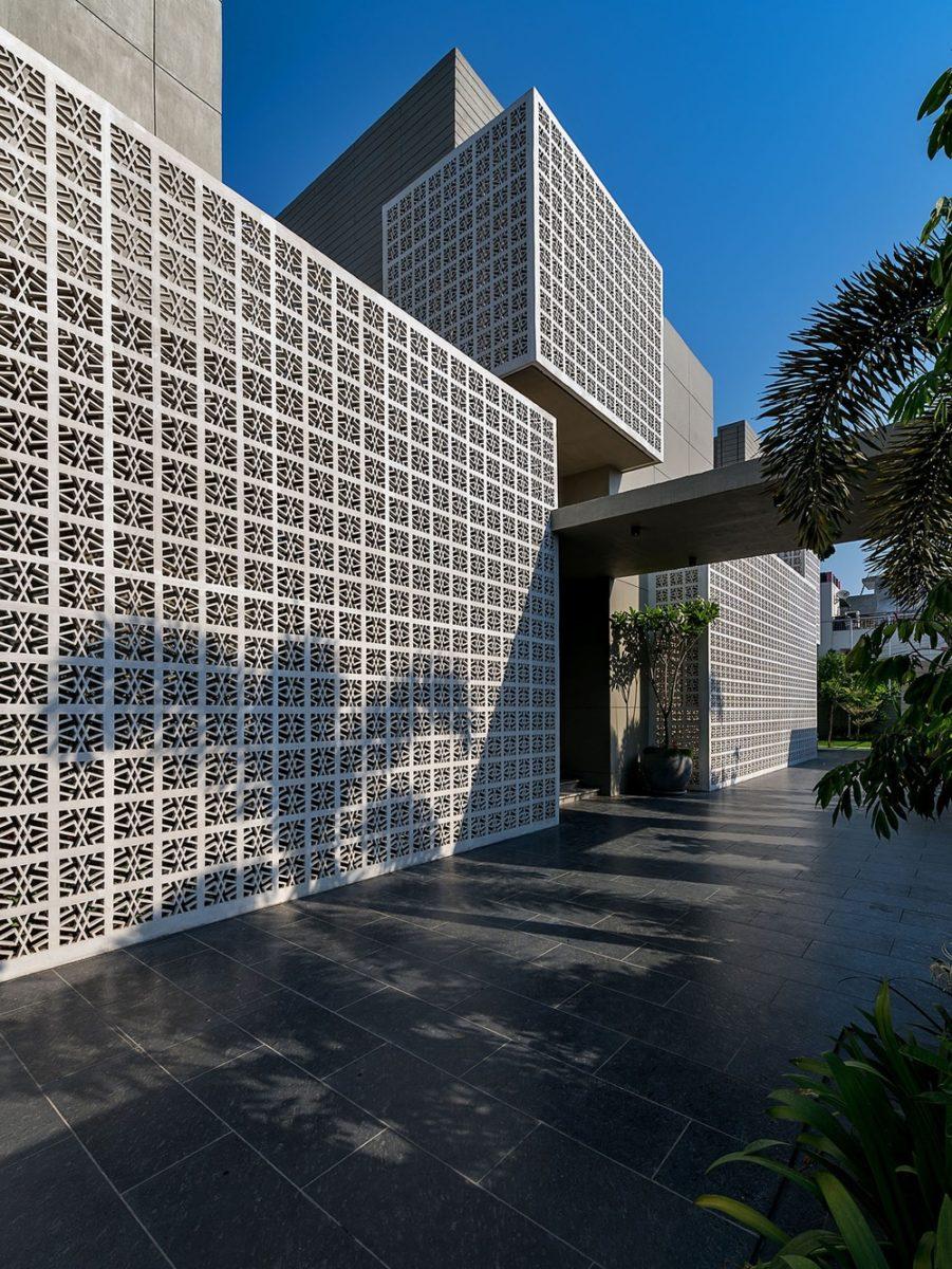 18 screens texturized facade